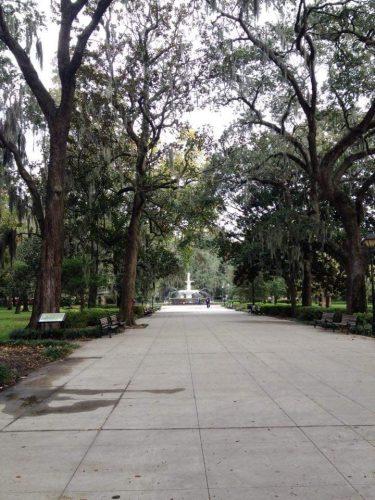 Viale alberato con fontana di Forsyth Park Savannah Georgia