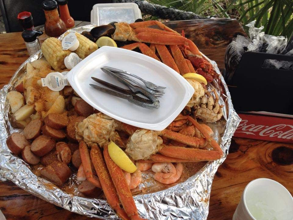 piatto assaggi completi di carne e pesce al The Crab Shack Tybee Island Georgia