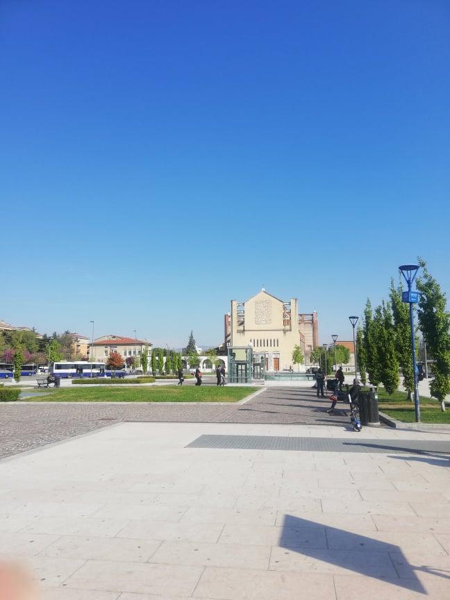 Piazza della stazione di Verona Porta Nuova vista durante il mio primo viaggio internazionale post lockdown