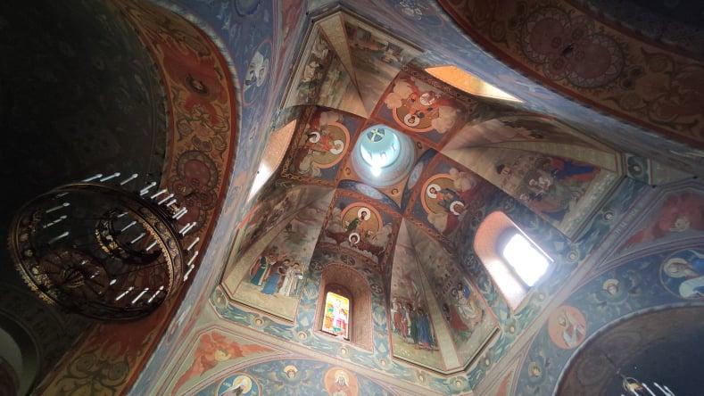dettagli dei dipinti nel soffitto della chiesa russa ortodossa di Firenze