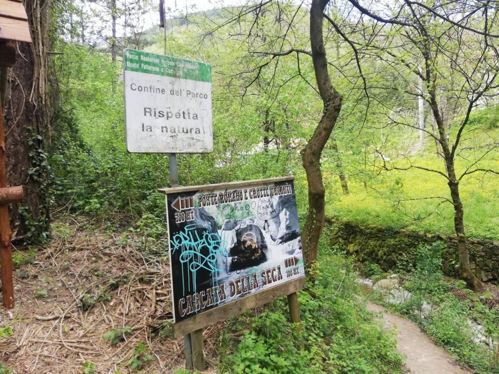 Indicazioni per la Cascata della Sega nelle vicinanze dell'agriturismo Ridolla - Premilcuore