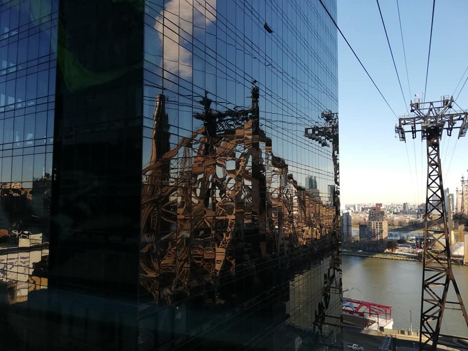 Riflessi sui grattacieli dalla funivia di Roosevelt Island