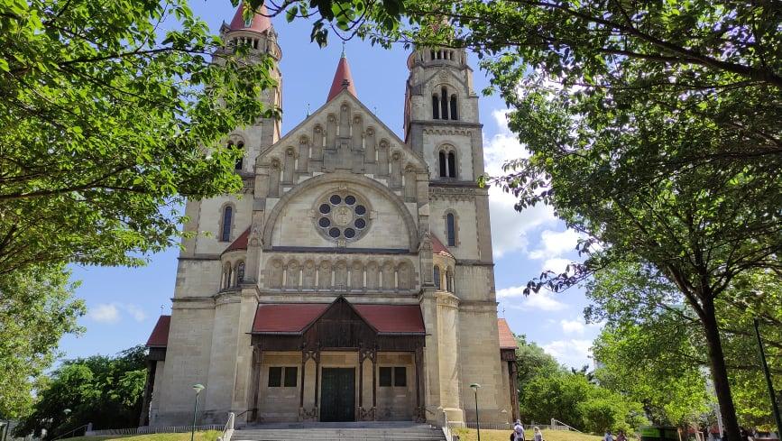 Facciata della Chiesa di San Francesco d'Assisi a Vienna