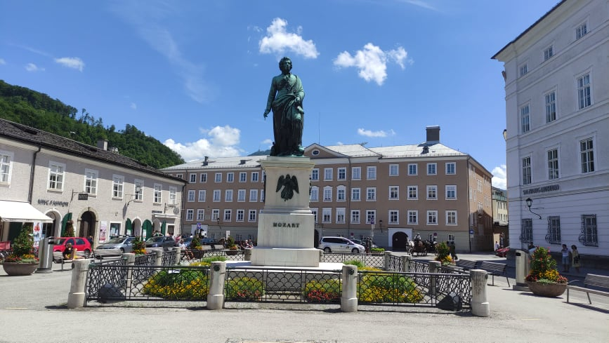 Statua di Mozart in Mozartplatz - Salisburgo