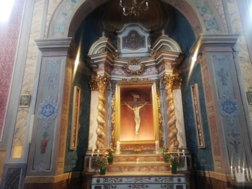 Crocifisso all'interno della Chiesa di Santa Lucia - cosa vedere ad Offagna