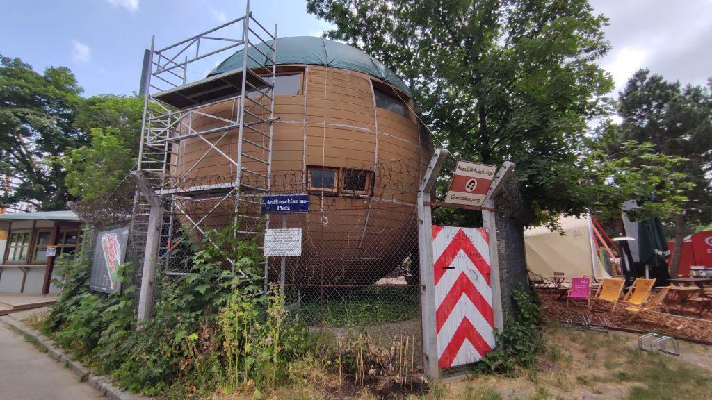 La Repubblica di Kugelmugel - La casa sfera al Prater di Vienna