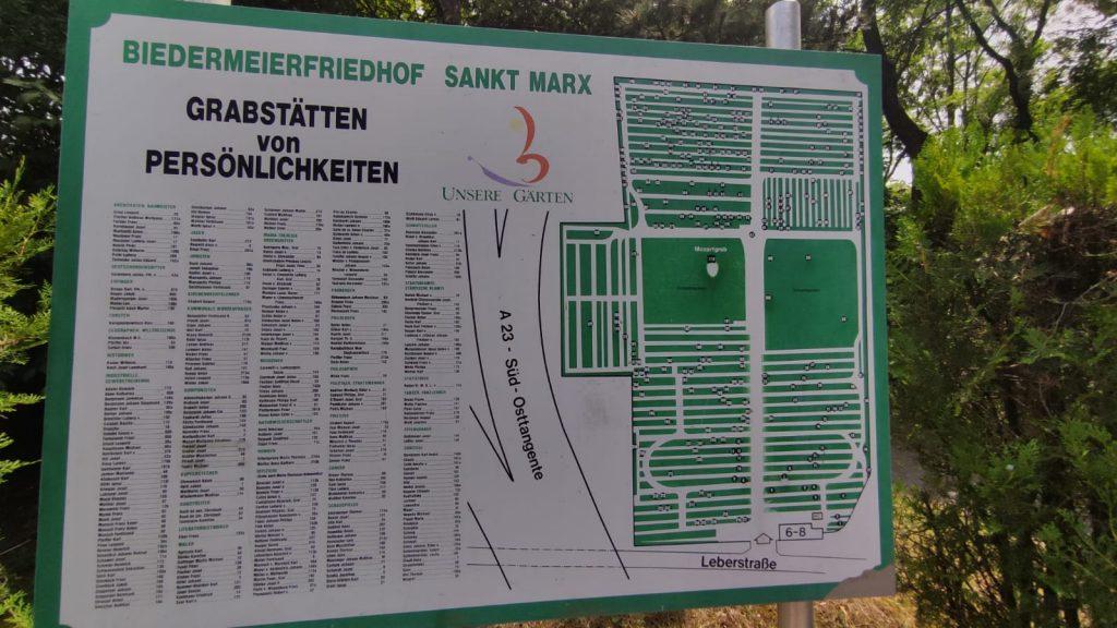 Mappa con la collocazione e l'elenco delle tombe all'ingresso del cimitero St Marx bene visibile anche la tomba di Mozart - Vienna