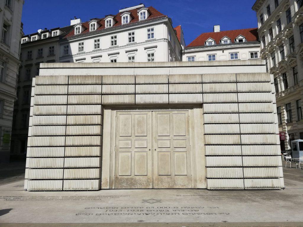 Monumento di Rachel Whiteread. alle vittime del nazismo in Judenplatz Vienna cose da vedere