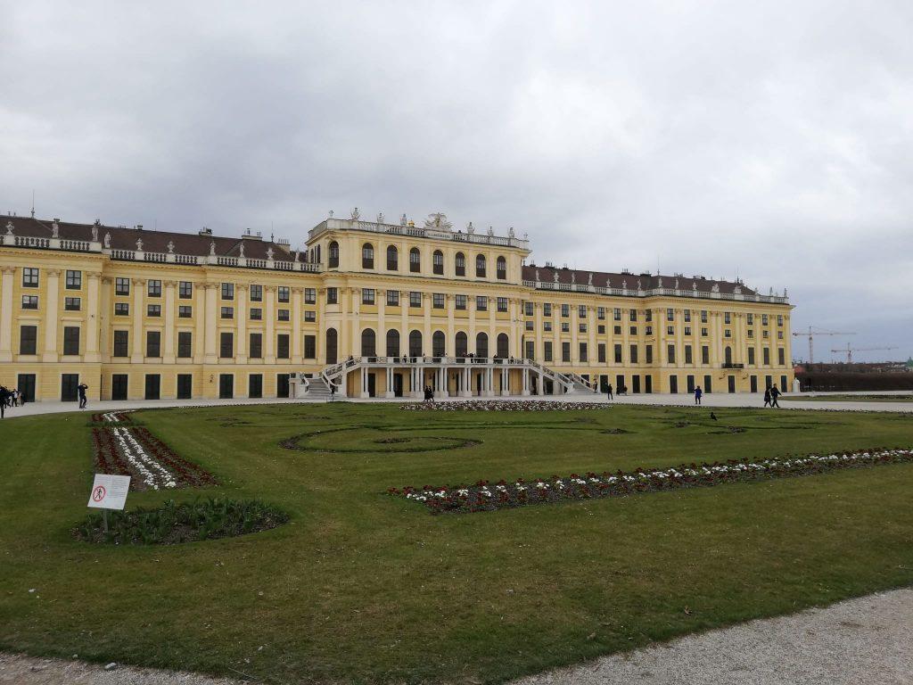 Reggia di Schönbrunn dove si esibisce Mozart al cospetto di Maria teresa