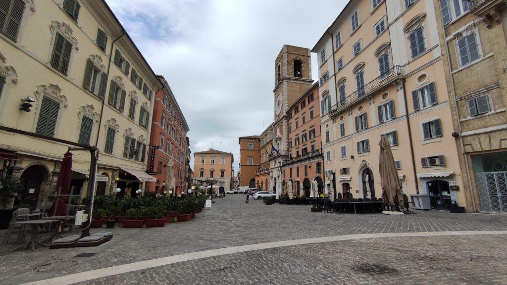 Locali in Piazza del Papa Ancona
