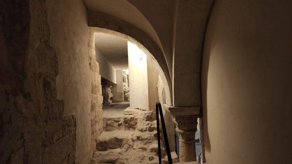 Resti della Basilica di San Lorenzo visibili dalla cripta del Duomo di San Ciriaco - Ancona